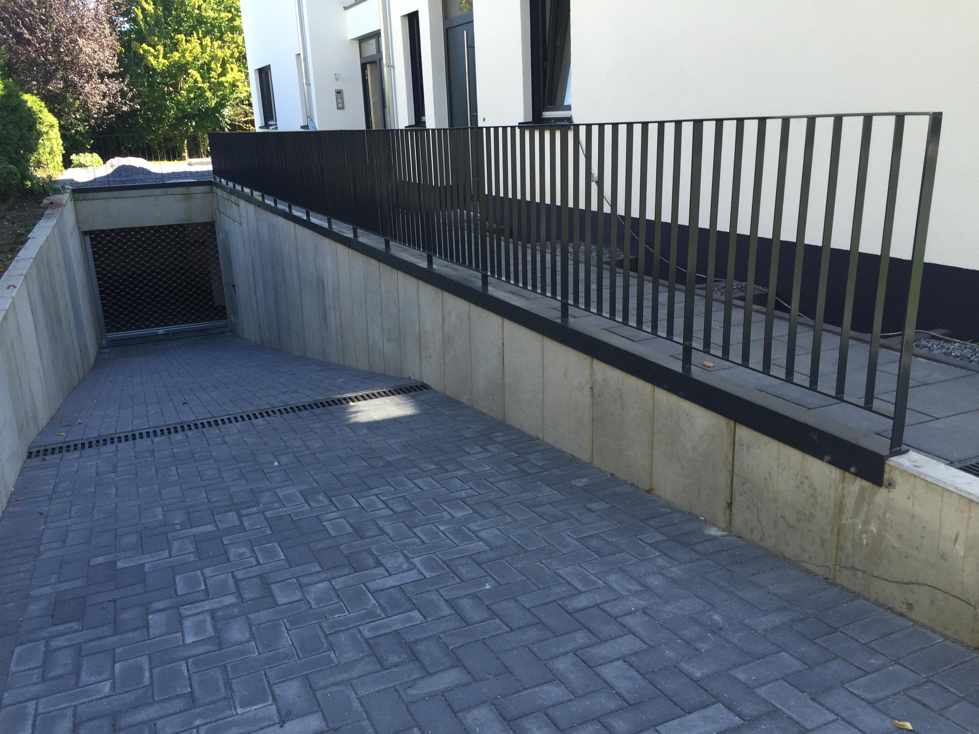 gel nder flachstahl verzinkt und pulverbeschichtet in ral 7016 steelvoll. Black Bedroom Furniture Sets. Home Design Ideas