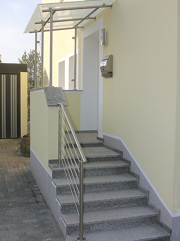 treppengel nder mit vordach steelvoll. Black Bedroom Furniture Sets. Home Design Ideas